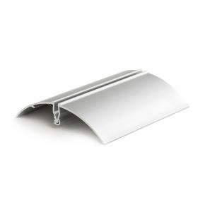 Standfuß: Silberfarbene Klemmhalterung aus Aluminium – mit Federverschluss